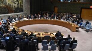 مجلس الأمن الدولي ملتئما في جلسة حول سوريا في مقر الأمم المتحدة في نيويورك في 10 نيسان/أبريل 2018.
