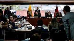 Un tribunal penal de la Corte Nacional de Justicia, precedido por los jueces Iván Saquicela (i), Iván León (c) y Marco Rodríguez (d), dieron inicio al juicio contra el expresidente ecuatoriano Rafael Correa.