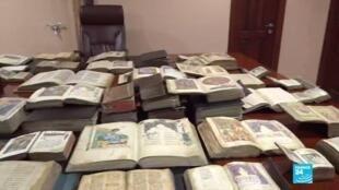 Des centaines de manuscrits religieux arméniens originaires du Haut-Karabakh ont été mis à l'abri des combats dans le musée Matenadaran d'Erevan.