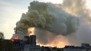 A comienzo de julio, un artículo del sitio de información en línea francés 'Mediapart' aseguraba que había niveles de plomo entre 400 y 700 veces superiores a los autorizados en el interior y alrededor de la catedral.