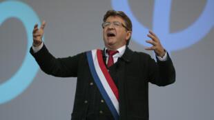 Jean-Luc Mélenchon lors de son discours, le samedi 23 septembre, à Paris.