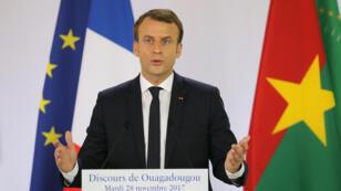 Emmanuel Macron, mardi 28 novembre 2017, lors d'une conférence de presse à Ouagadougou, au Burkina Faso.