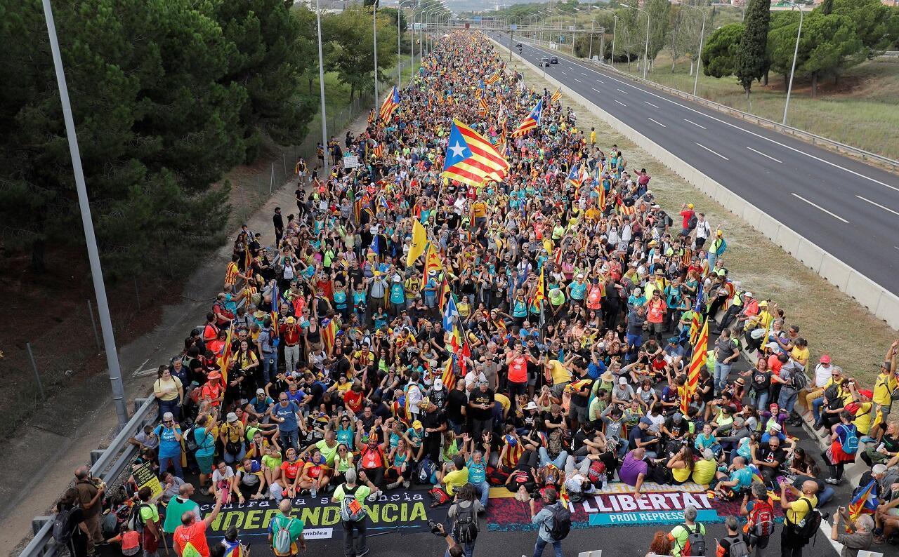 متظاهرون كاتالونيون، 18 أكتوبر/تشرين الأول 2019.