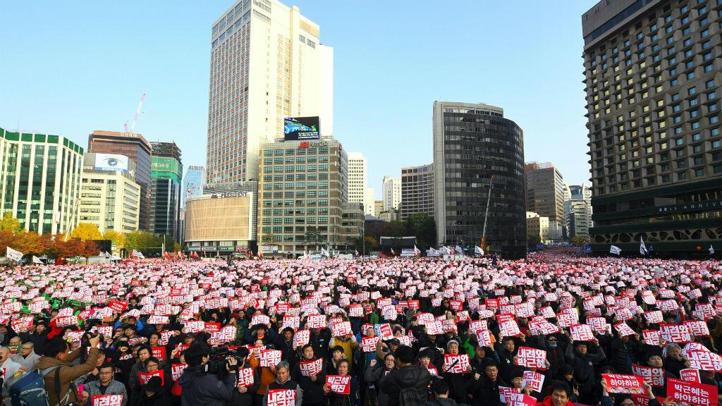 Des manifestants réclamant la démission de la présidente le 12 novembre à Séoul.