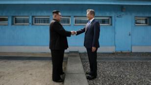 En abril de 2018, los presidentes de Corea del Norte y Corea del Sur se reunieron por primera vez en la zona desmilitarizada de Panmunjom