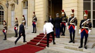 L'entrée de l'hôtel de Matignon, lieu de travail et résidence officielle du Premier ministre français.