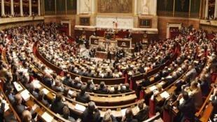 La majorité des députés français s'est prononcée en faveur du projet de loi antiterroriste, le 8 mars 2016.