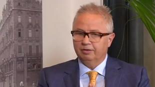 Le ministre hongrois de la Justice Laszlo Trocsanyi sur le plateau de France 24.