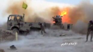Une photo diffusée par le Hezbollah le 21 juillet 2017 montrant un tir contre une position djihadiste dans la région de Jaroud Ersal.