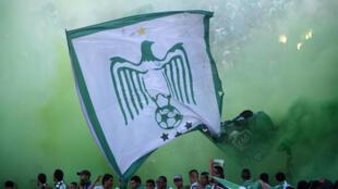 L'emblème du Raja Casablanca lors d'un match contre le Moghreb Tetouan en mai 2014 à Casablanca.