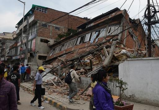 انهيار مبنى في كاتماندو في 25 نيسان/أبريل 2015