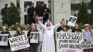 Des manifestants devant l'ambassade d'Arabie saoudite à Washington, le 8 octobre 2018.