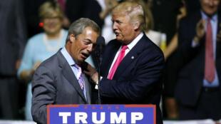 Nigel Farage venu soutenir le candidat Donald Trump lors d'un meeting dans le Mississippi