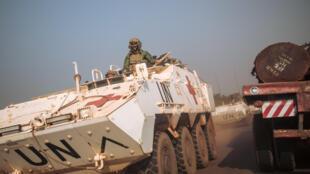 Des soldats de la Minusca sur la route nationale 1 à Boali, le 22 décembre 2020.