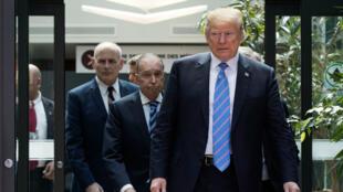 Le président américain Donald Trump quitte le sommet du G7, le 9 juin 2018.
