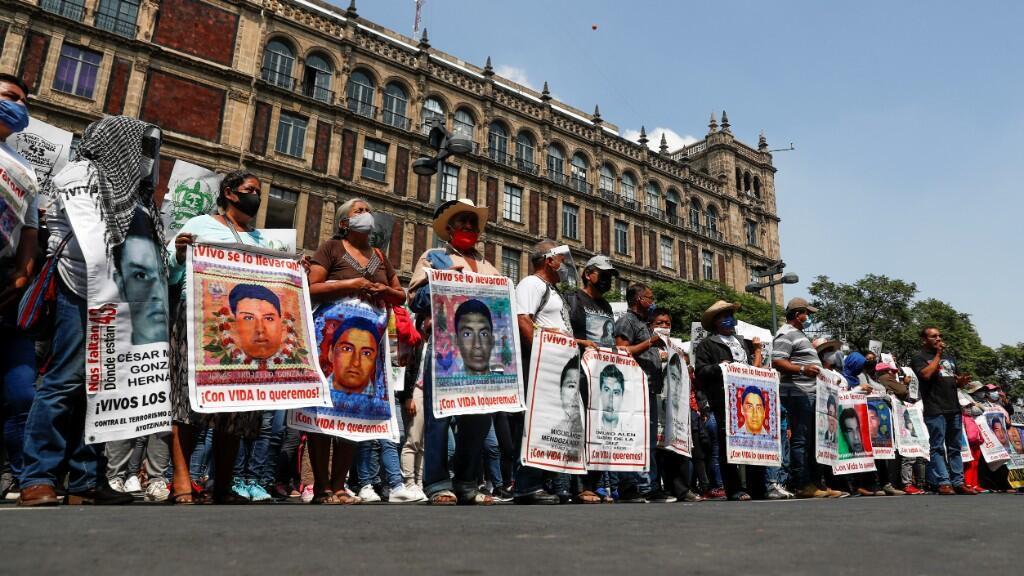 Protesta de los padres de los normalistas, llevada a cabo en Ciudad de México el 23 de septiembre, a tres días de cumplirse seis años de la desaparición.