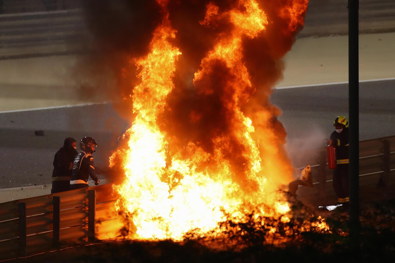 Romain Grosjean est sorti de cet accident avec juste des brûlures aux mains.
