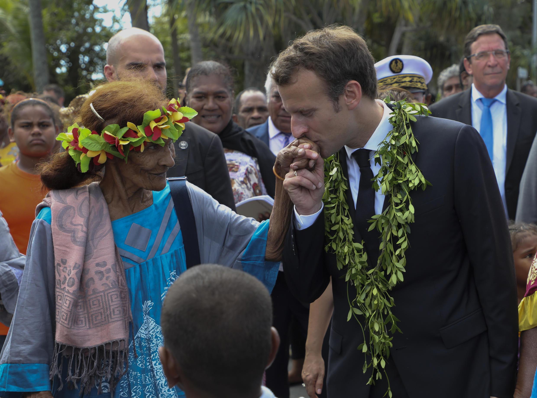 ماكرون خلال زيارته لأرخبيل أوفيا