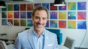 Alexis de Gemini, directeur général de Deezer France, alors que la plateforme de streaming fête ses dix ans.