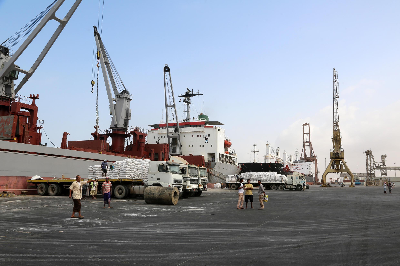 Un cargo de l'UNICEF décharge sa livraison, le 27 janvier 2018 au port de Hodeïdah.
