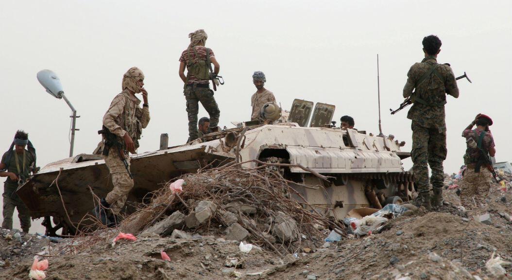 Un grupo de separatistas en un vehículo militar, en medio de enfrentamientos con las fuerzas progubernamentales, en Adén, Yemen, el 10 de agosto de 2019.