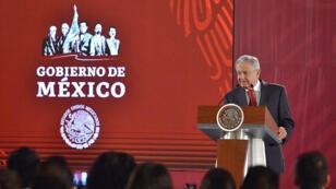 El presidente de México, Andrés Manuel López Obrador, habla este lunes, durante una rueda de prensa en el Palacio Nacional en Ciudad de México (México)