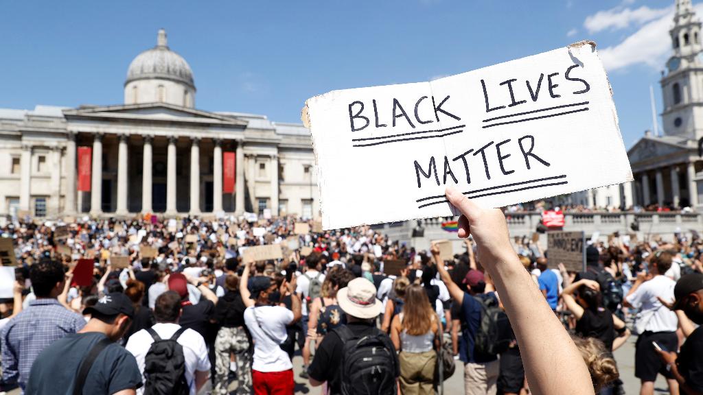 Las protestas por la muerte de George Floyd ya recorren el mundo y el domingo 31 de mao llegaron hasta la mítica Trafalgar Square de Londres, Reino Unido.