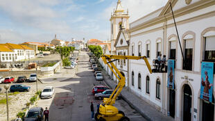 A manlift crane enables relatives to 'visit' elderly residents of Santo Antonio retirement house in Figueira da Foz
