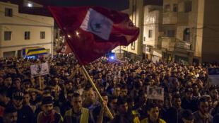 Des manifestants dans les rues de Al-Hoceïma, dans le nord du Maroc, le 31 mai 2017.