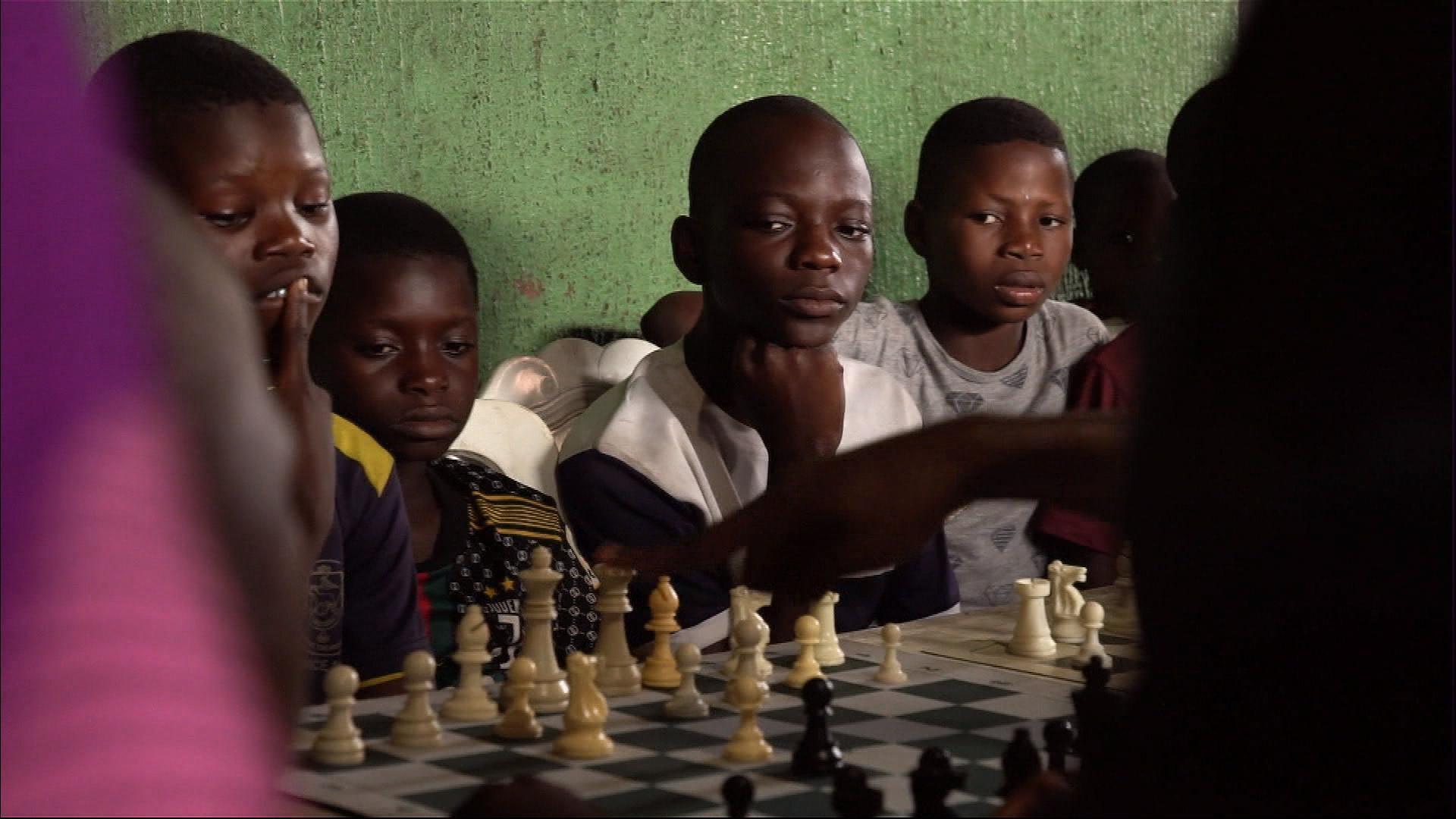 XX NW OOV ECRAN NIGERIA SLUMS CHESS