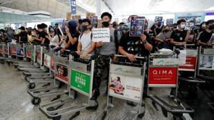 آلاف المحتجين يقتحمون مطار هونغ كونغ 12 أغسطس/ آب 2019
