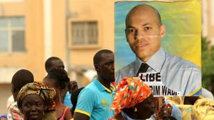 Des Sénégalais manifestent pour demander la libération de prisonniers politiques, dont Karim Wade, en octobre 2013.