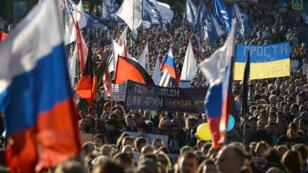 """Ils étaient """"des dizaines de milliers"""" à défiler à Moscou contre la guerre en Ukraine, selon les organisateurs."""