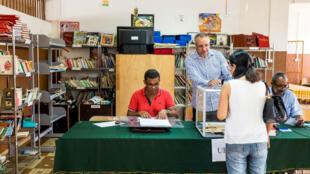 مكتب تصويت في إقليم غويانا الفرنسي
