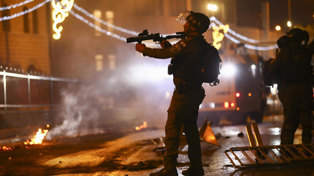 Scores more wounded as Israeli police, Palestinians clash anew in Jerusalem