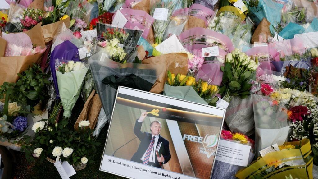 منفذ عملية الطعن الذي قتل نائبا بريطانيا شارك قبل سنوات في برنامج لمكافحة التطرف thumbnail
