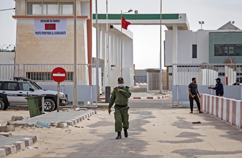 ضابط في الجيش المغربي بالقرب من الحدود في الكركرات في الصحراء الغربية في 26 تشرين الثاني/نوفمبر 2020
