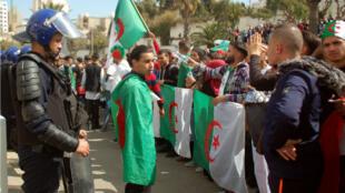 مظاهرات الطلبة في الجزائر ضد العهدة الخامسة لبوتفليقة