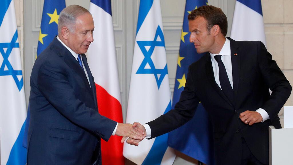 El presidente francés, Emmanuel Macron, acompaña al primer ministro israelí, Benjamin Netanyahu cuando abandona el Palacio del Elíseo en París, Francia. 5 de junio de 2018.