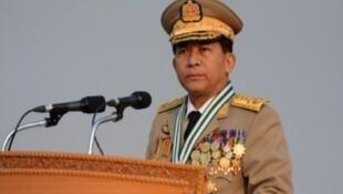 صورة نشرتها القوات المسلحة البورمية لقائد الجيش مين أونغ هلاينغ