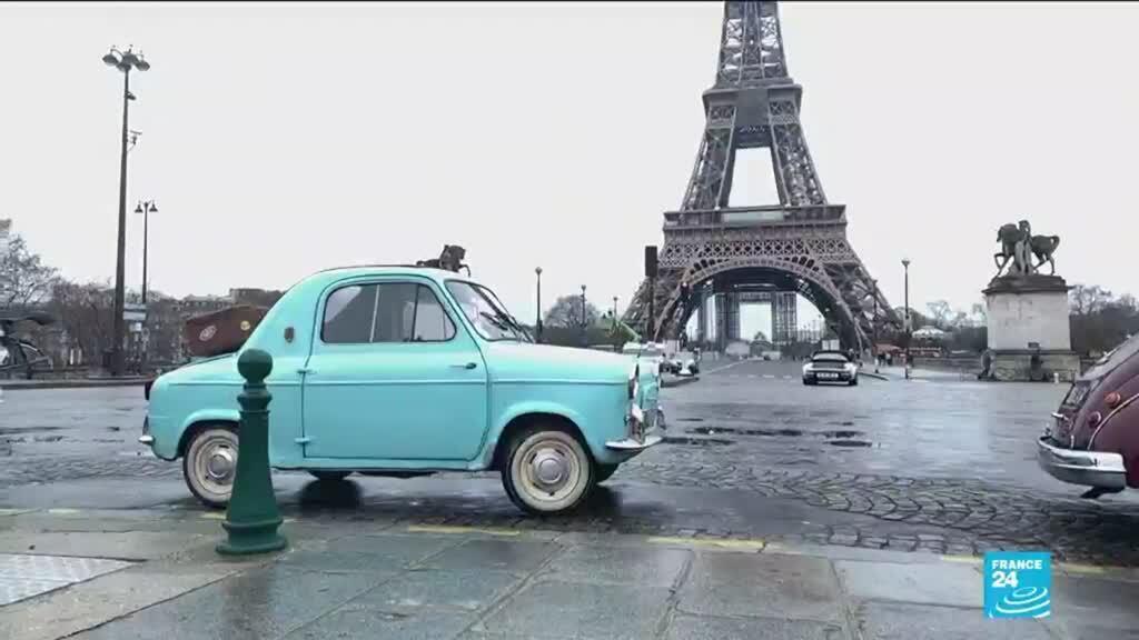 """2021-02-01 16:13 """"It's like a postcard"""": Vintage car enthusiasts take trip down memory lane in Paris"""