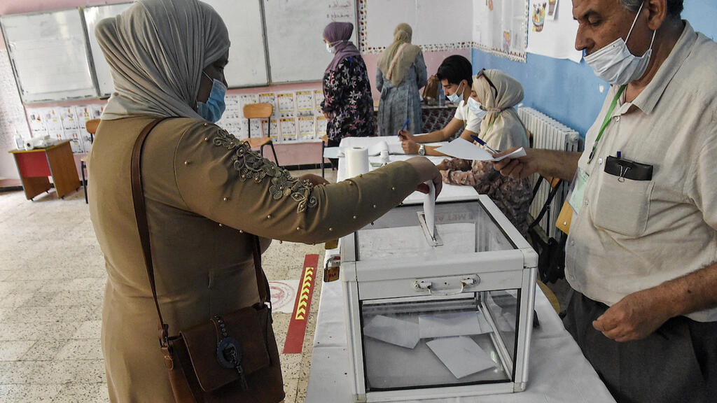 Low turnout Algerian elections amid opposition boycott