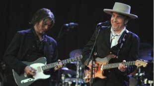 Le chanteur Bob Dylan lors du festival Les Vieilles Charrues à Carhaix-Plouguer, le 22 juillet 2012.