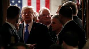 El presidente de EE. UU., Donald Trump, camina después de pronunciar su discurso del Estado de la Unión en una sesión conjunta del Congreso de los EE. UU. en Washington, EE.UU., el 30 de enero de 2018.