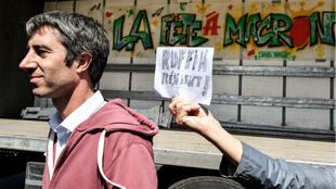 """François Ruffin lors de la manifestation """"La fête à Macron"""", le 5 mai 2018 à Paris."""