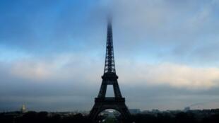 صورة لبرج إيفل في باريس في 2 كانون الثاني/يناير 2017