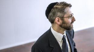 """Réagissant à l'appel à """"enlever sa kippa"""" lancé par le président consitoire israélite de Marseille, Haïm Korsia, le grand rabbin de France, a estimé qu'il ne fallait """"céder à rien""""."""