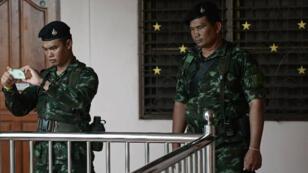 جنود تايلانيدون خلال مداهمة في ضواحي بانكوك في 30 آب/أغسطس 2015