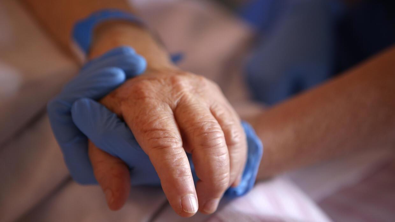 Covid-19 : 104 décès en France en 24 heures, moins de 20 000 hospitalisations