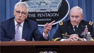 Le secrétaire de la Défense Chuck Hagel et le général Martin Dempsey, chef d'état-major interarmées, jeudi 21 août 2014